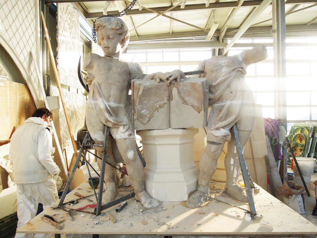 Remontage des pièces sauvegardées du premier groupe sculpté