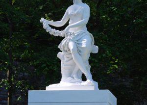Pose de la statue réalisée en résine