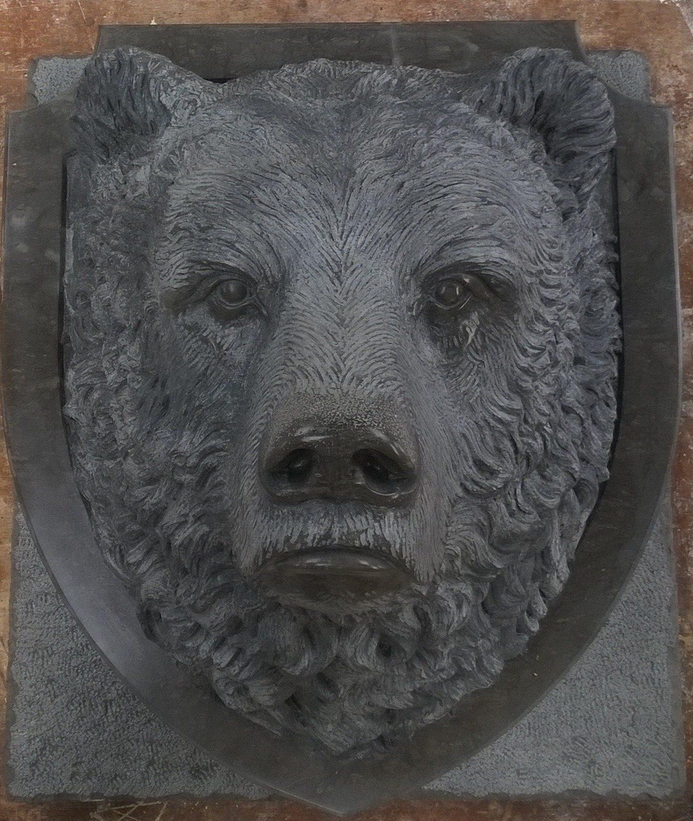 Tête d'ours sculptée et patinée