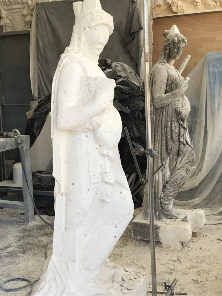 En cours de restitution de statue