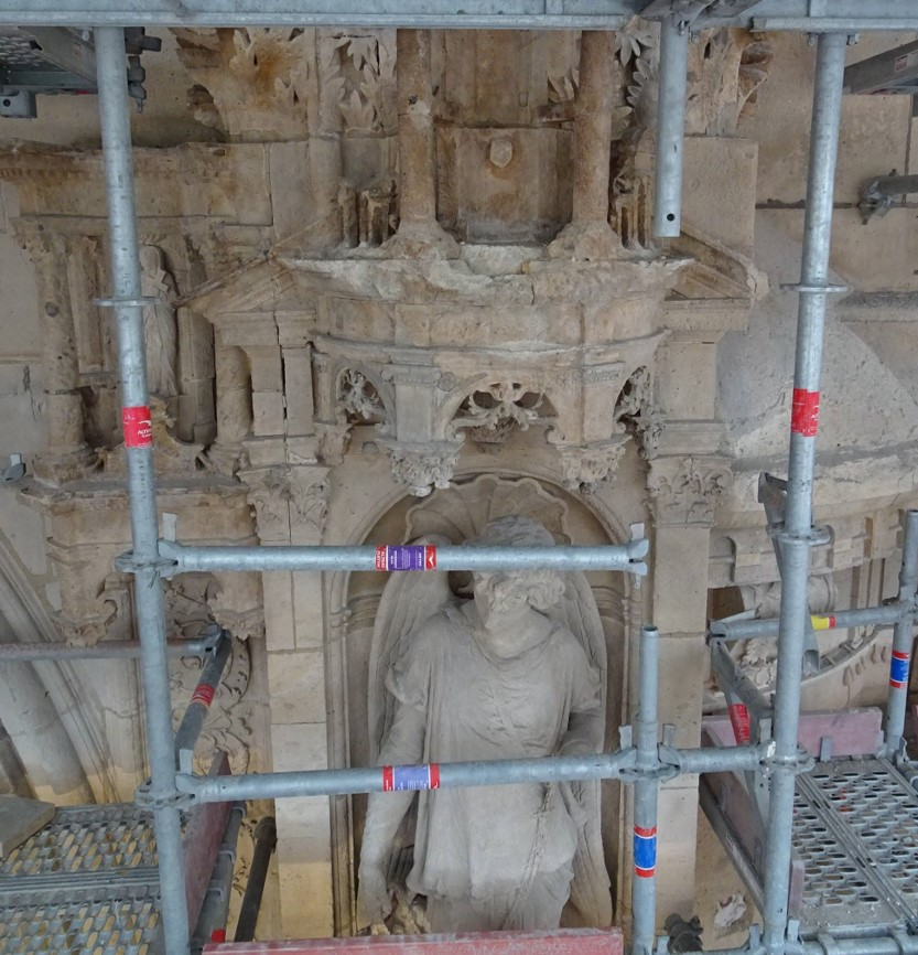 Statue en cours de restauration